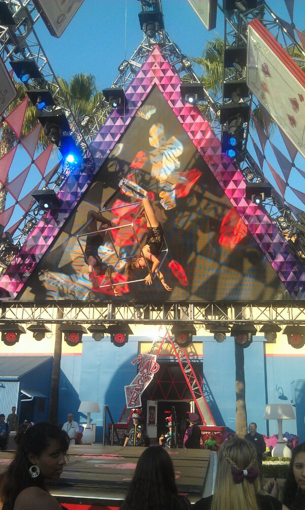 #MadTParty Aerialists