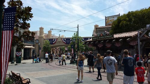 Just arrived at the #Disneyland resort for the afternoon 1st stop #BuenaVistaStreet