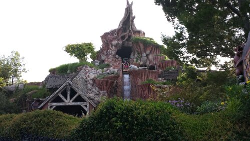 Splash Mountain is a 70 min wait this evening