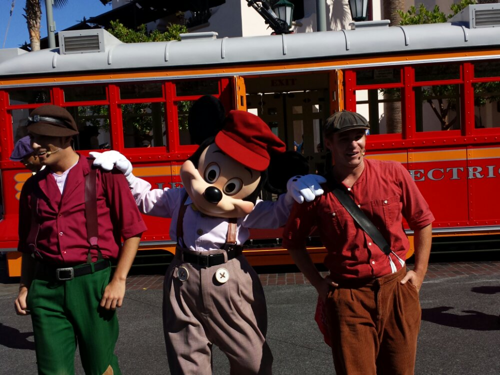 Red Car News Boys #BuenaVistaStreet