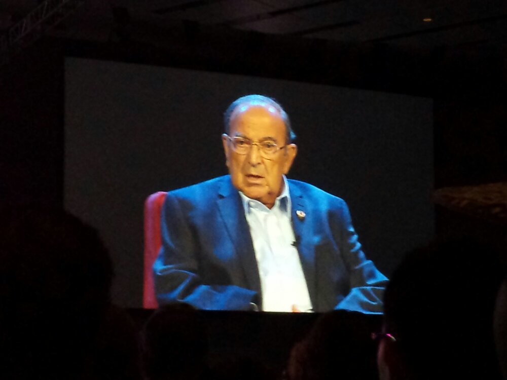 #D23Expo – Marty Sklar talking about his first meeting with Walt after asking all USC fans to leave.  FightOn! We will overlook that comment.