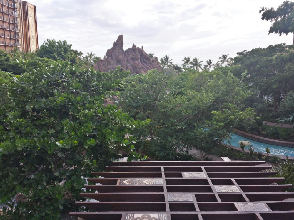 One last look out at the Waikolhe Valley before heading out #Aulani