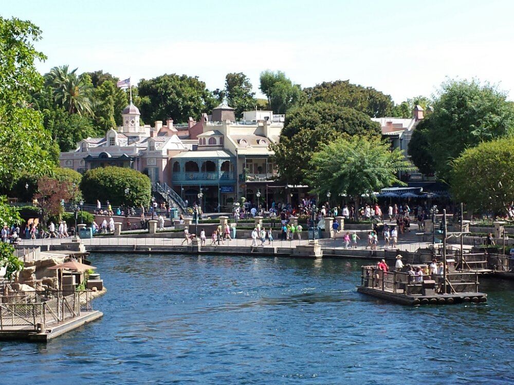 Between off season and the heat it is quiet along the Rivers of America
