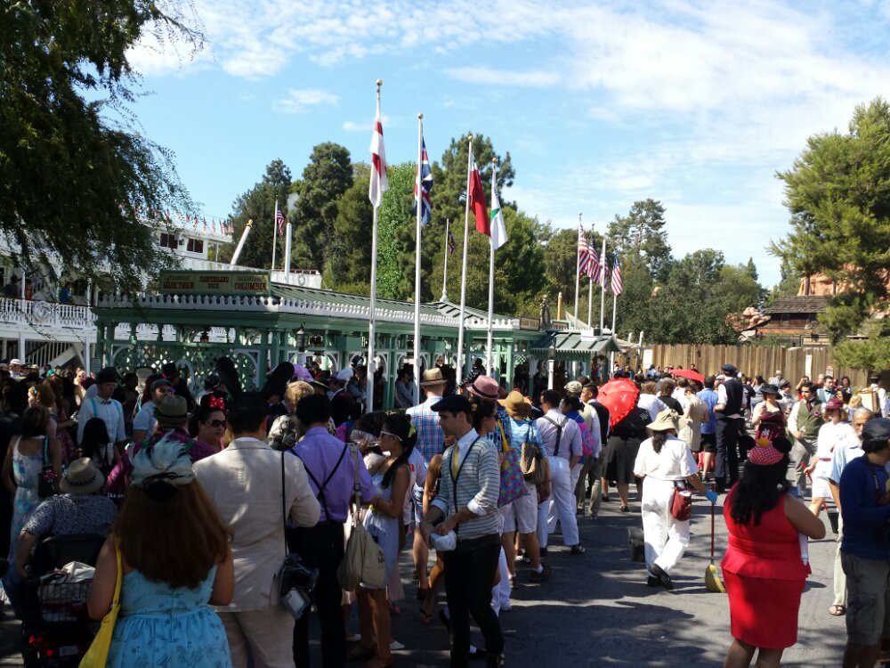 The Mark Twain line backed up to the popcorn cart due to #dapperday guests going for a cruise