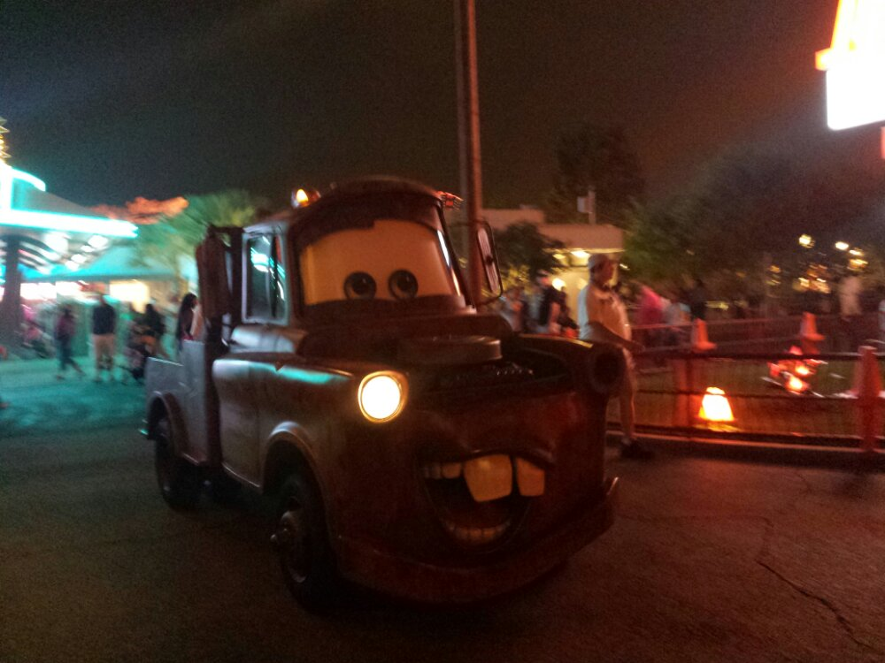 Mater pulling into the Cozy Cone #CarsLand