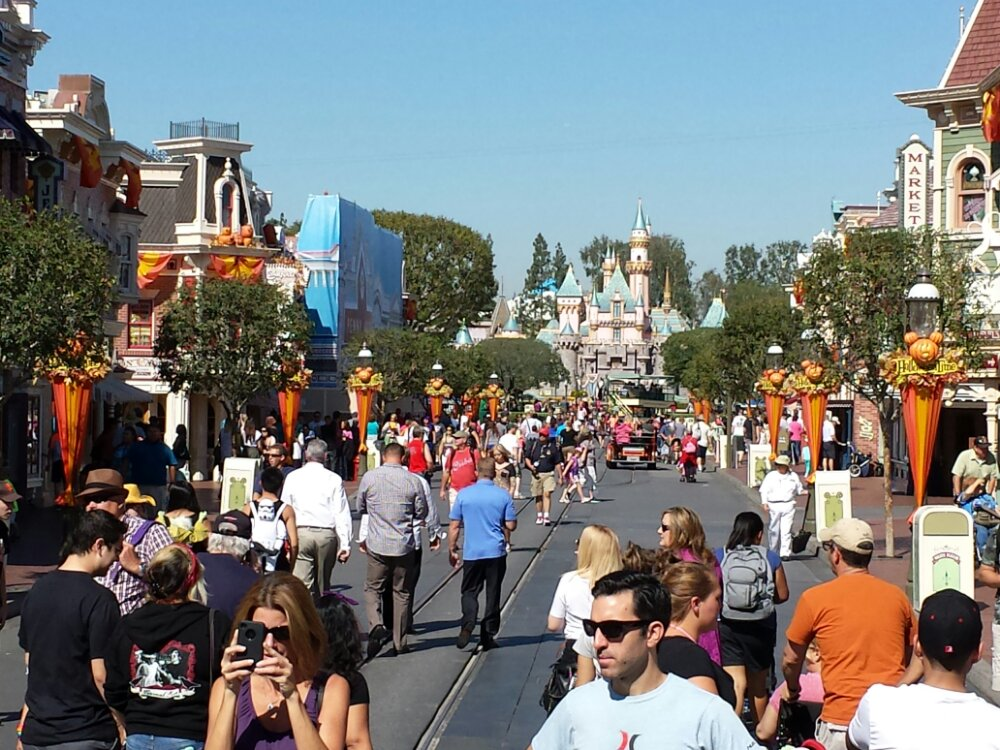 Just arrived at the #Disneyland Resort, a look up Main Street USA