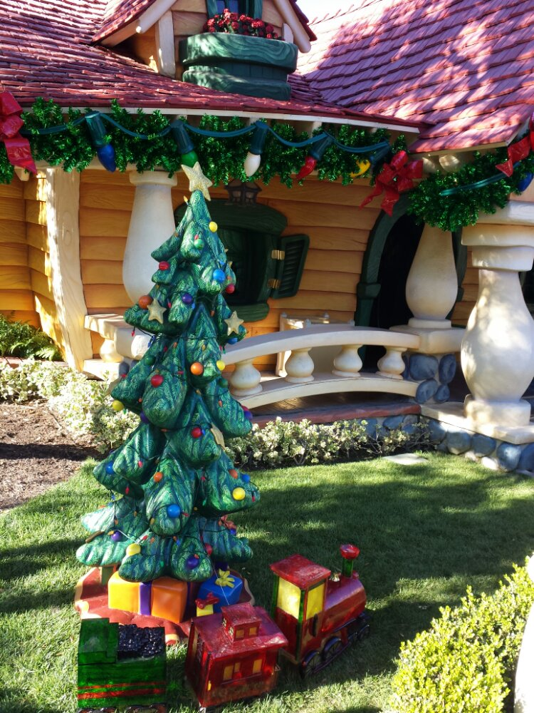 The tree in front of Mickey's House in Toontown