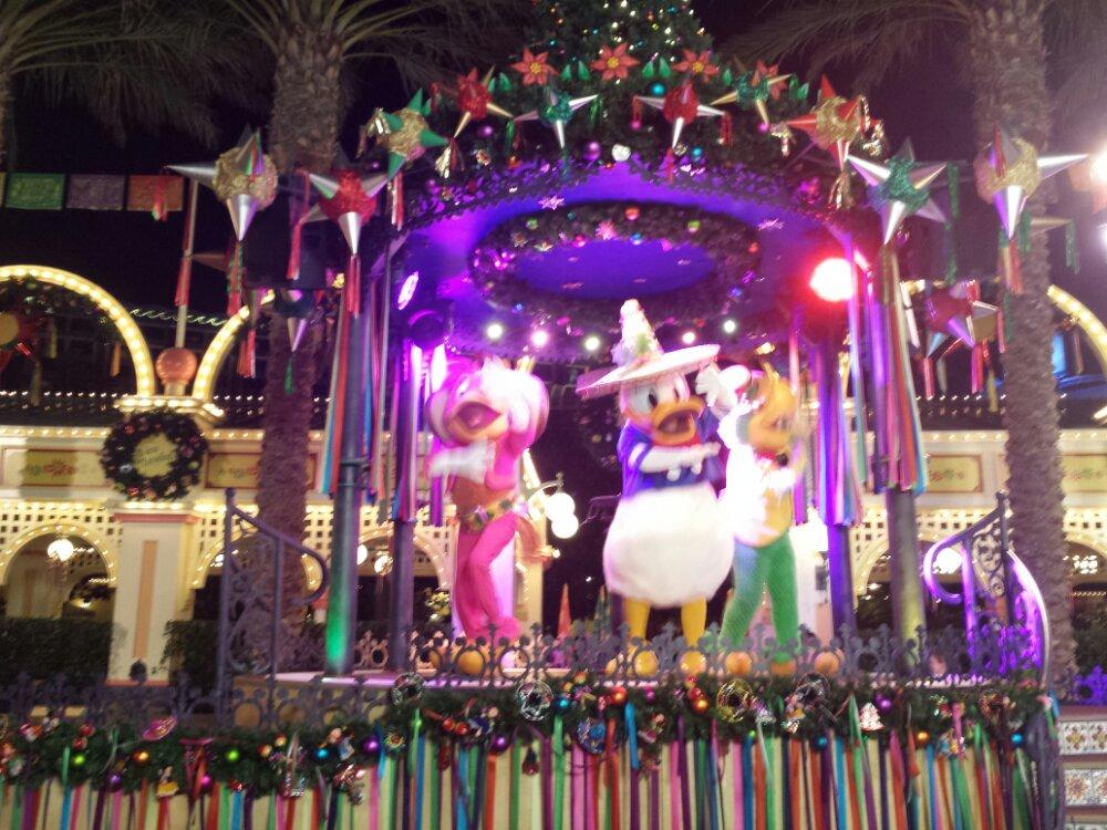 Viva Navidad Street Party #DisneyHolidays