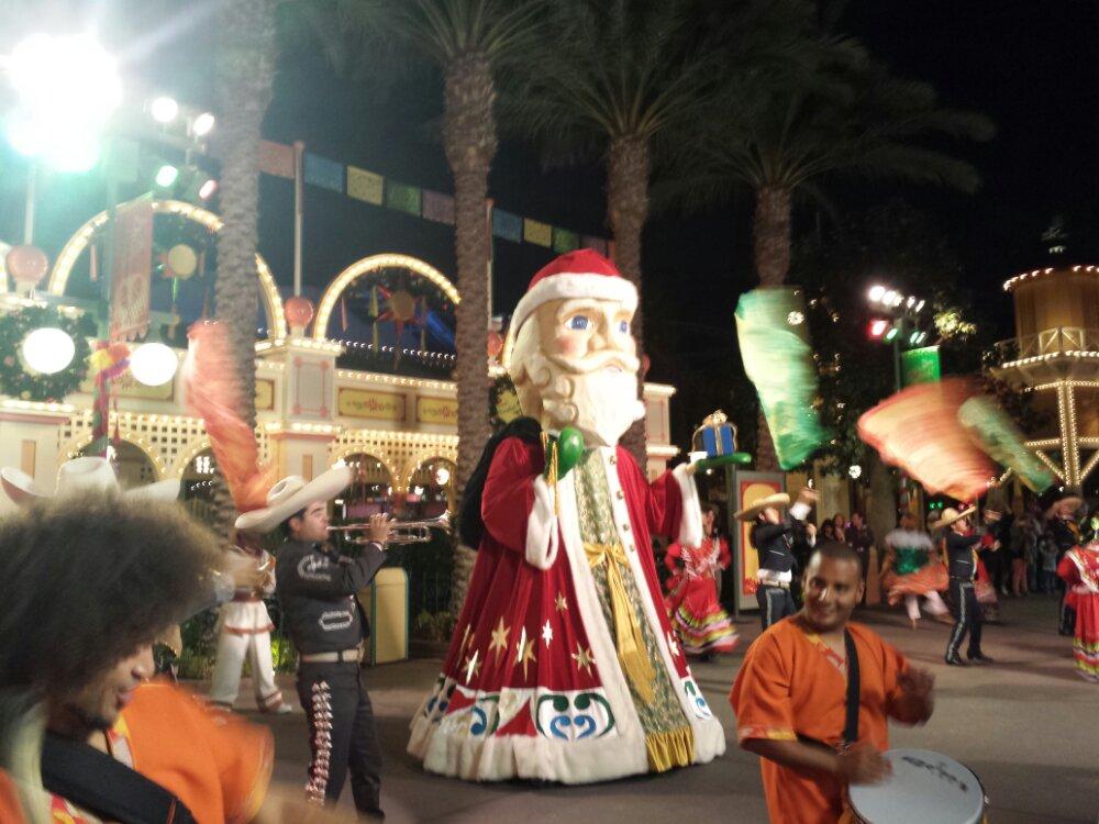 Viva Navidad  Street Party  – Santa #DisneyHolidays