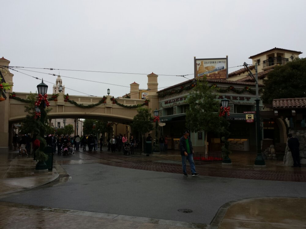 Just arrived at a cloudy,cool, and damp Buena Vista Street.  A long way from the sun and 90s of a week ago