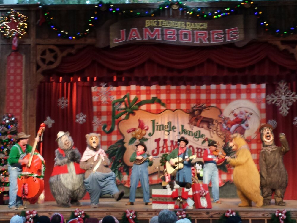 The Country Bears join the Billies for the finale