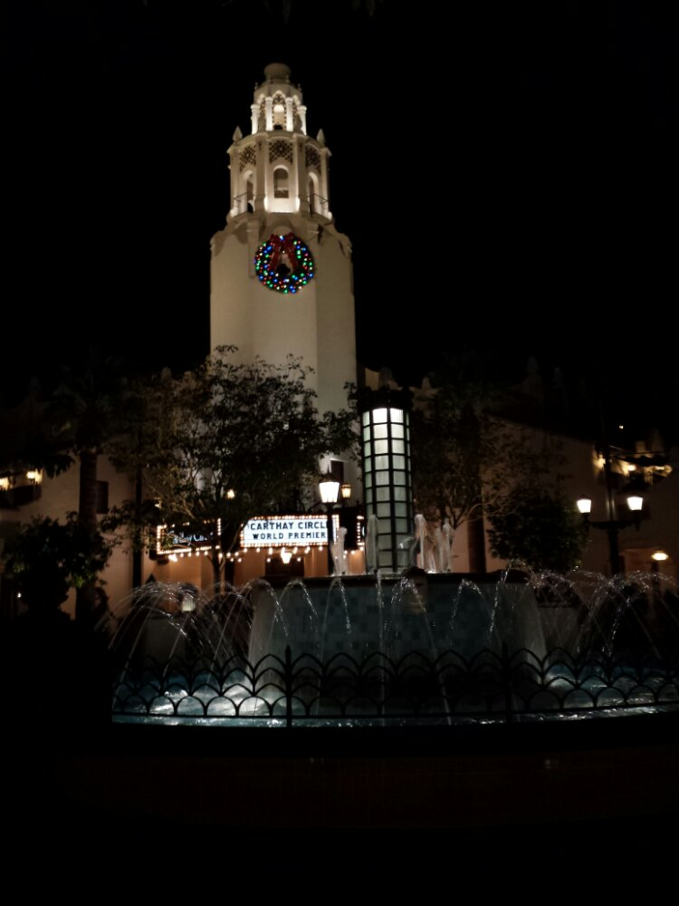 Carthay Circle #BuenaVistaStreet #DisneyHolidays