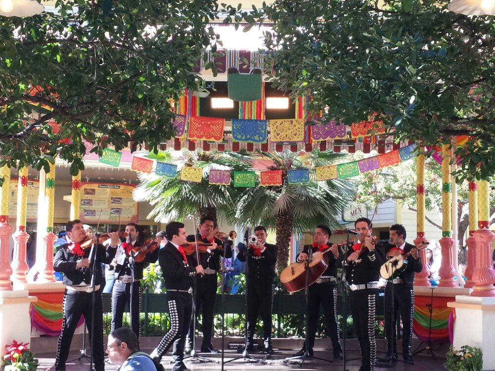 Mariachi Espectacular performing at Viva Navidad!