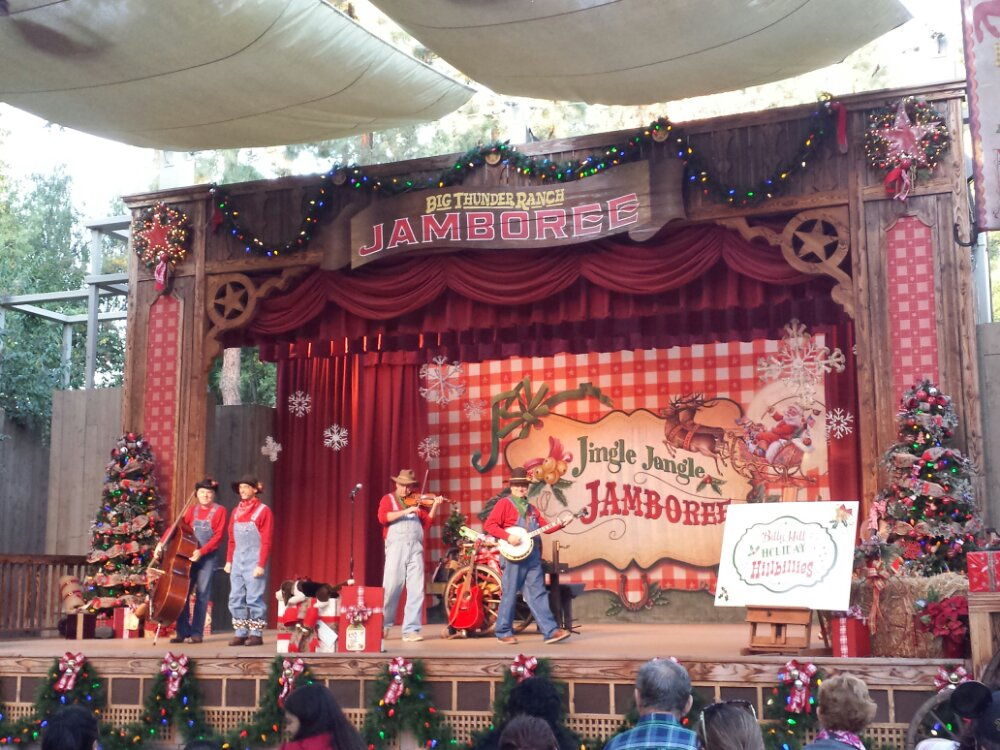 Billy Hill and the Holiday Hillbillies  – Billy came with his jingle bells this show