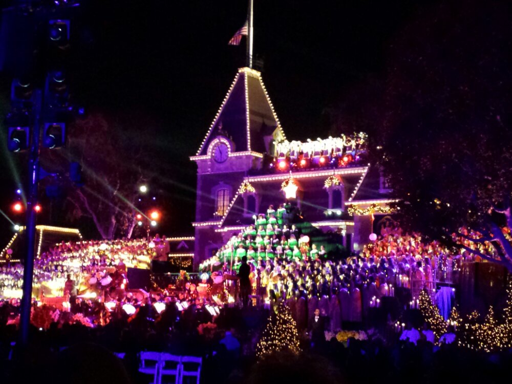 Disneyland Candlelight Ceremony (better pics in the full update tomorrow)