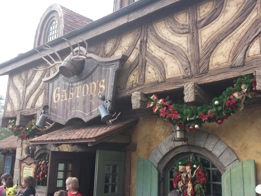 For the holidays Gaston's recieved some wreaths and garland on the exterior, nothing inside