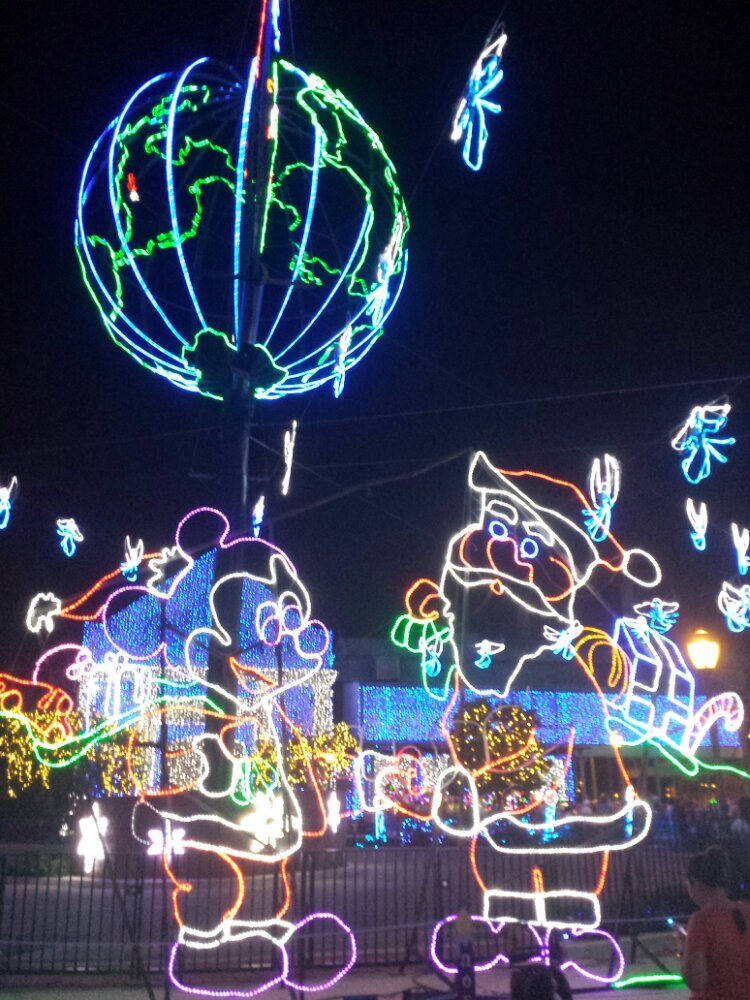 Mickey and Santa – Osborne Lights