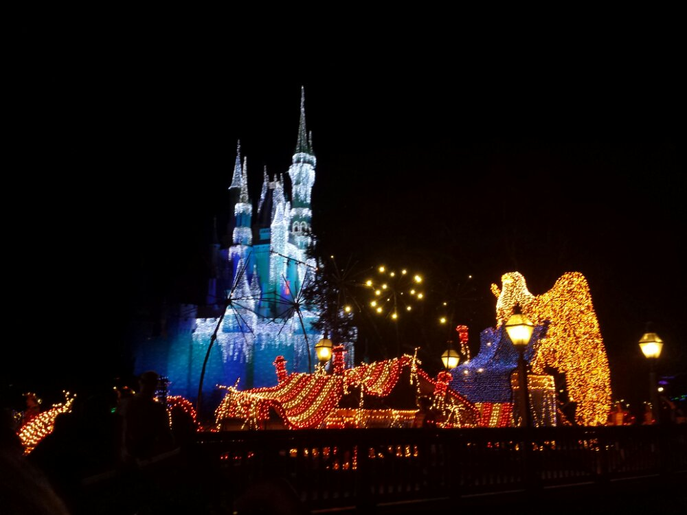 Main Street Electrical Parade – To Honor America finale