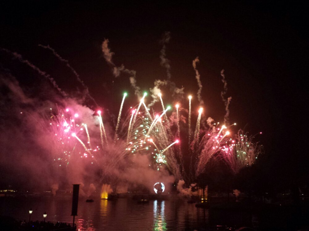 Made it out to the lagoon for Illuminations..
