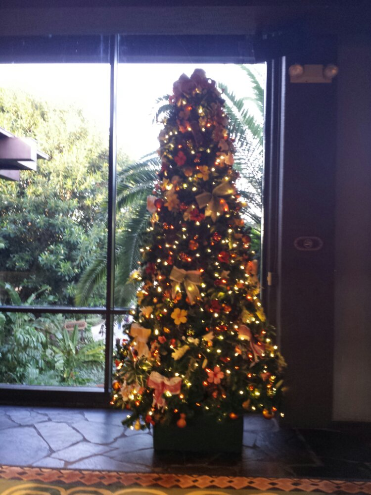 A small Christmas tree in the Polynesian