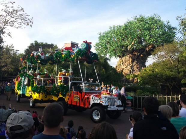 Jingle Jungle Parade - Mickeys Truck