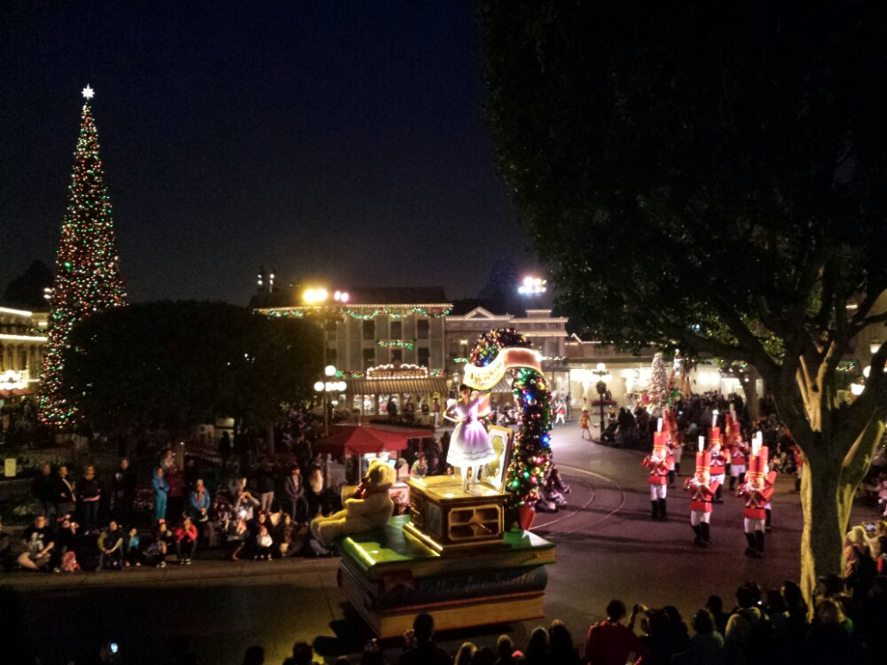 Time for one more Christmas Fantasy Parade this season.  It ends its run Sunday.