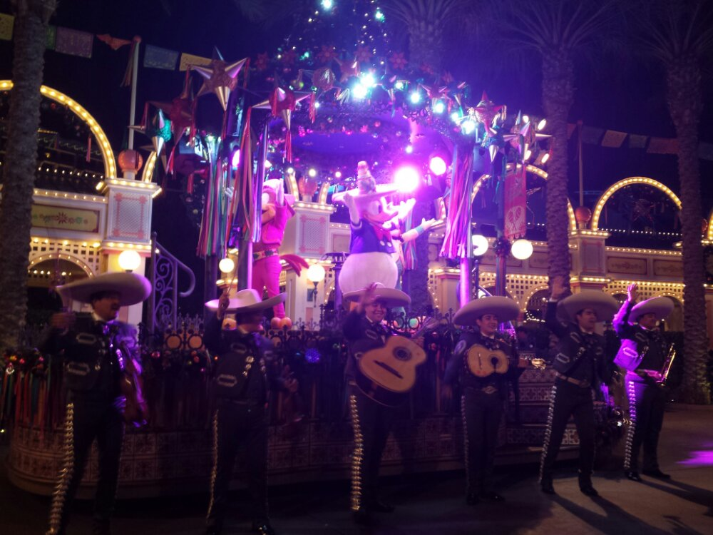 One last ¡Viva Navidad! Street Party