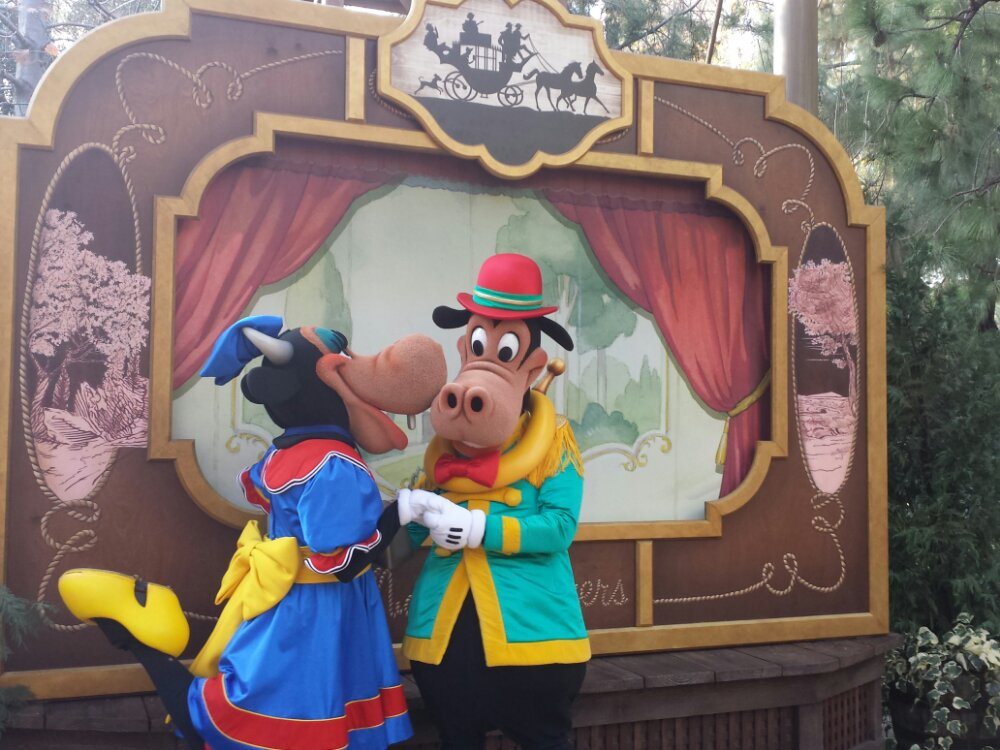 Clarabelle and Horace at the Frontierland Troupe