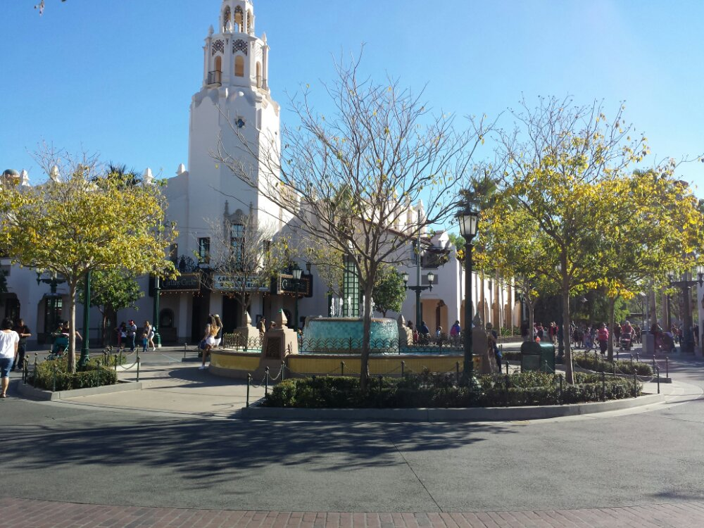 Carthay Circle #BuenaVistaStreet this afternoon, this pic makes it look much less crowded than it really is.
