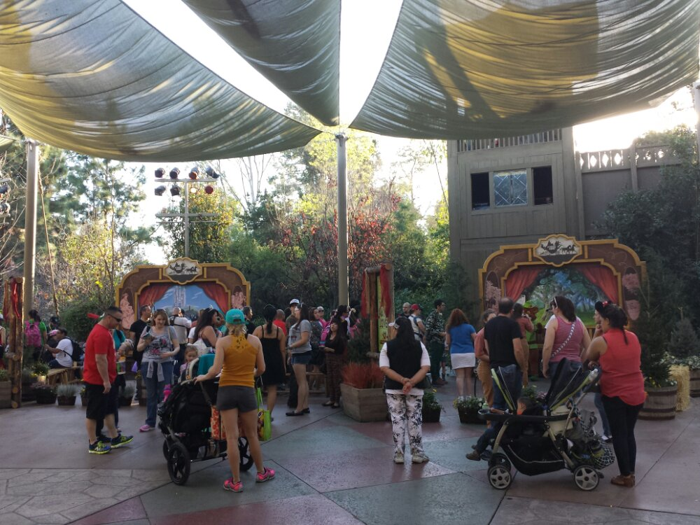 The lines for the characters are longer this week but still relatively short.