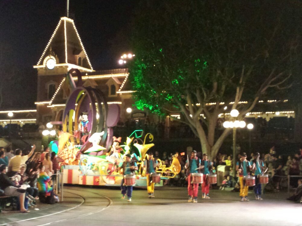 Mickey's Soundsational parade returns to #Disneyland this weekend.