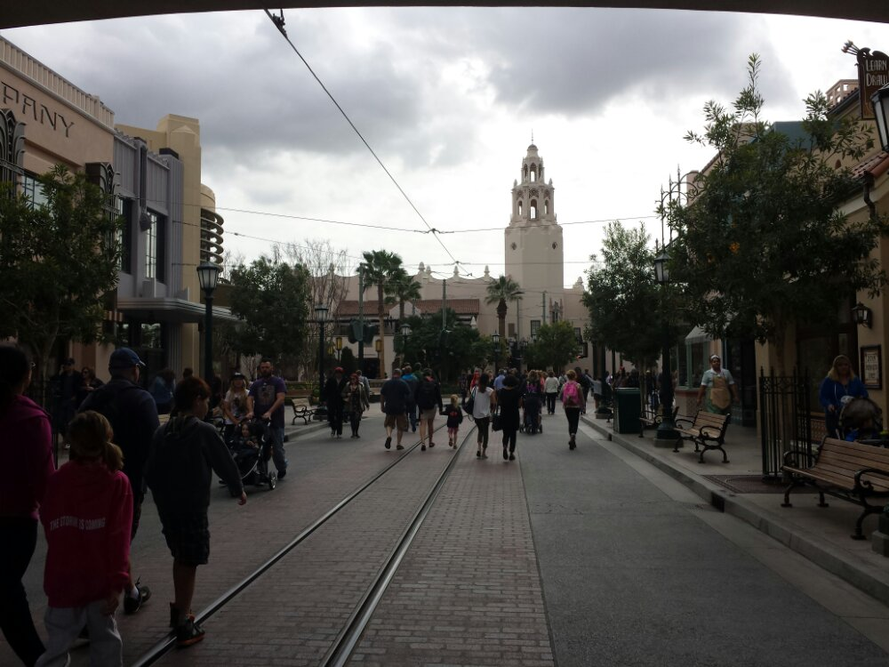 Just arrived at a cloudy and cool #Disneyland #BuenaVistaStreet