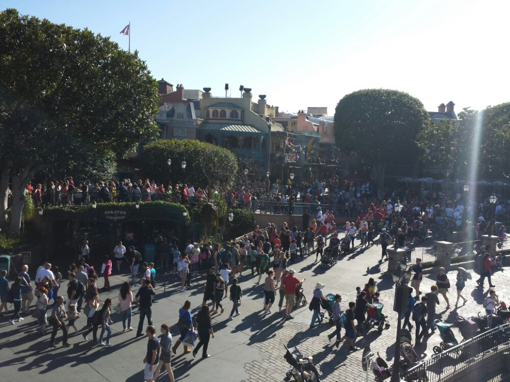 New Orleans Square from the Mark Twain, the Pirates is using an extended queue that stretches out to the DVC kiosk