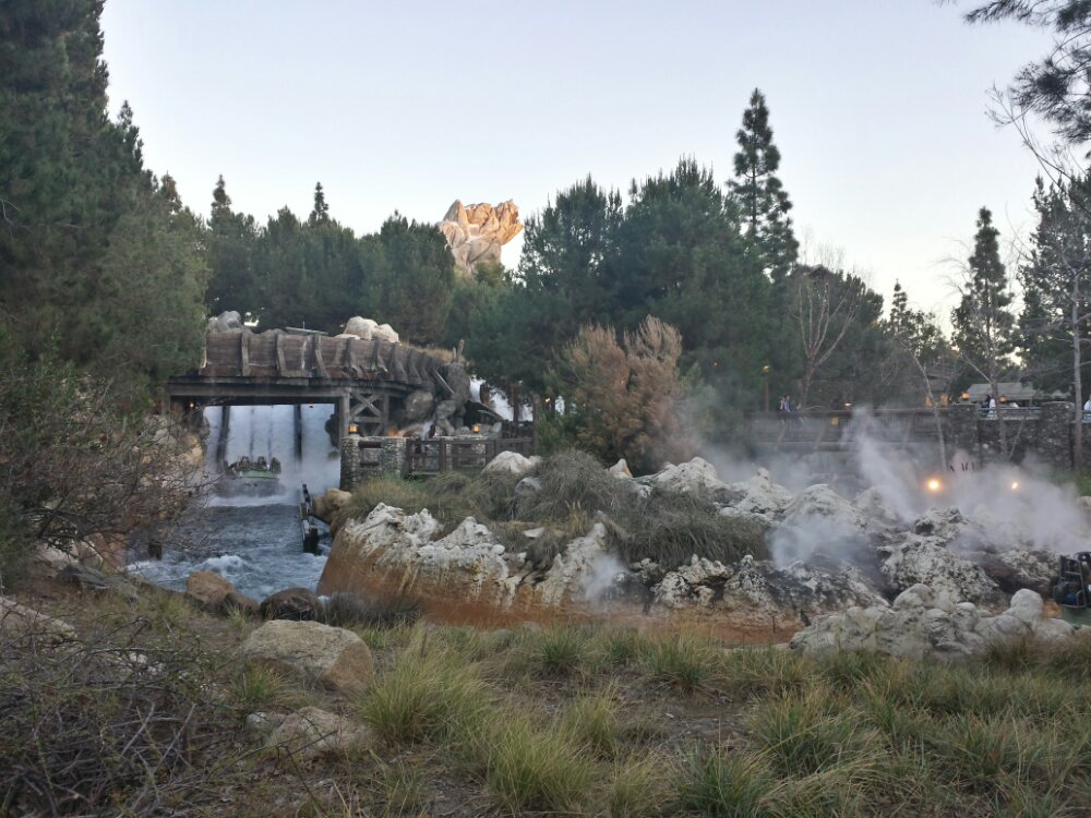 Grizzly River Run  (only a 20min wait now that the sun is setting)