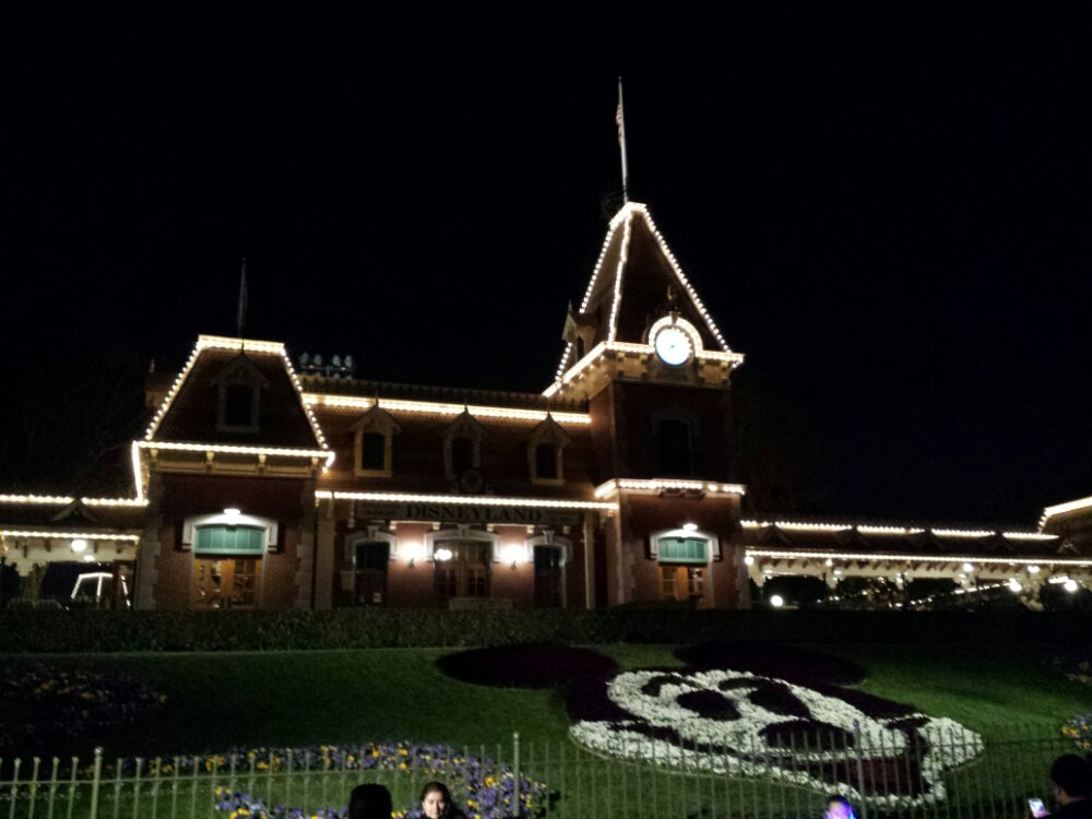 Leaving Disneyland for the evening.  Look for a full set of pictures tomorrow morning.