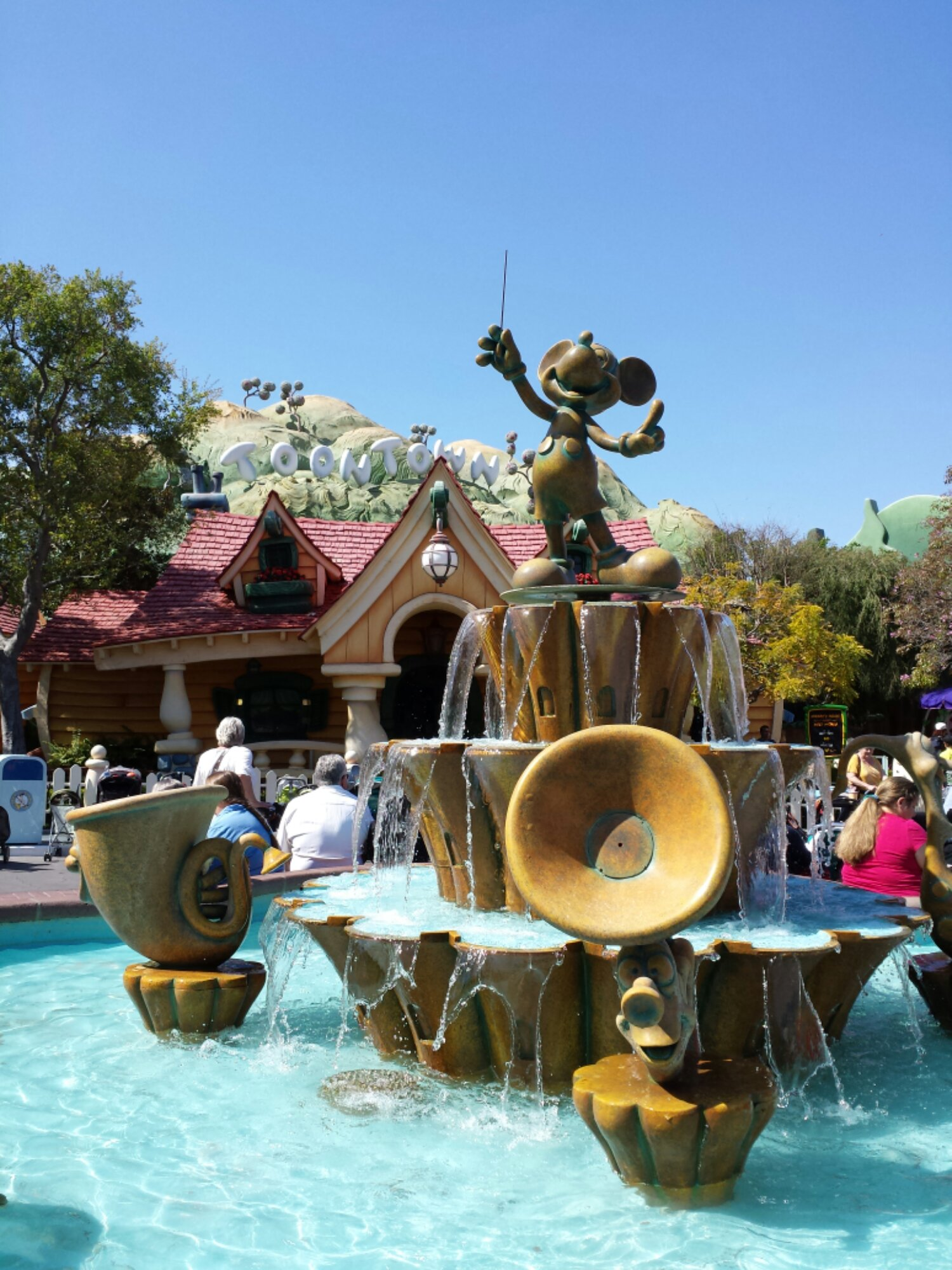 Conductor Mickey fountain in Toontown