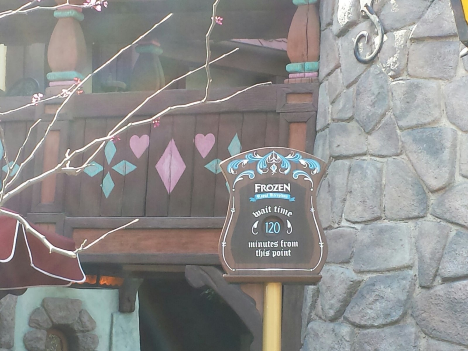 The Frozen Royal Reception has a posted wait of 120min