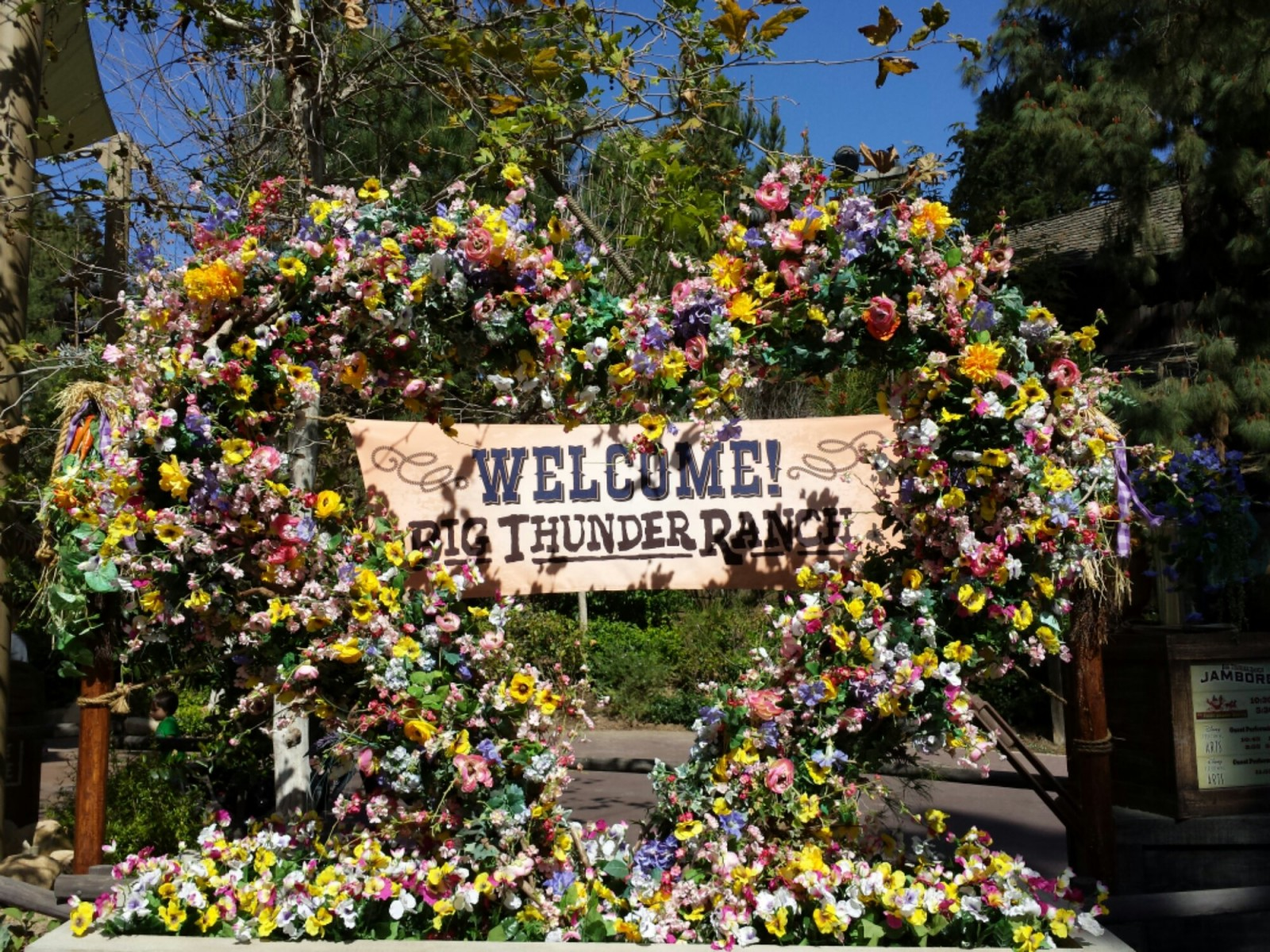 Big Thunder Ranch welcome sign and floral heart