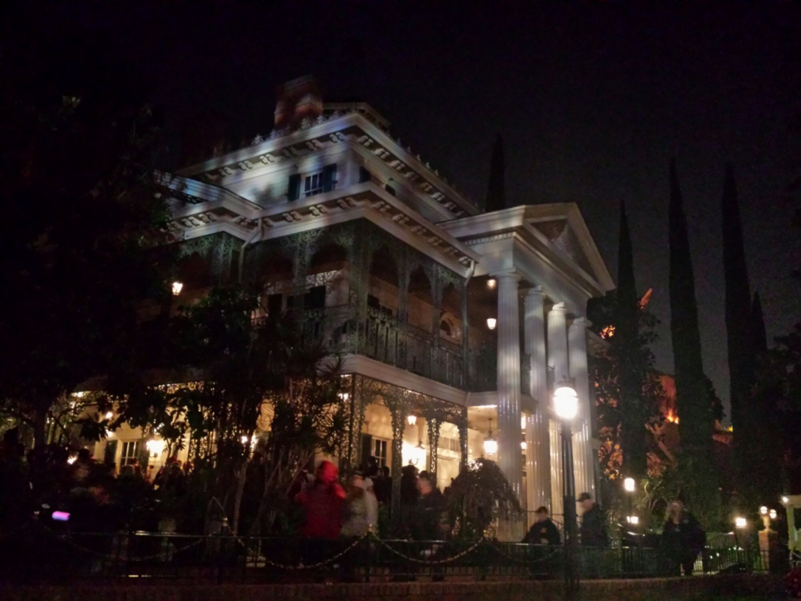 Haunted Mansion had a posted 20 min wait, looked shorter, turned out to be 5 min
