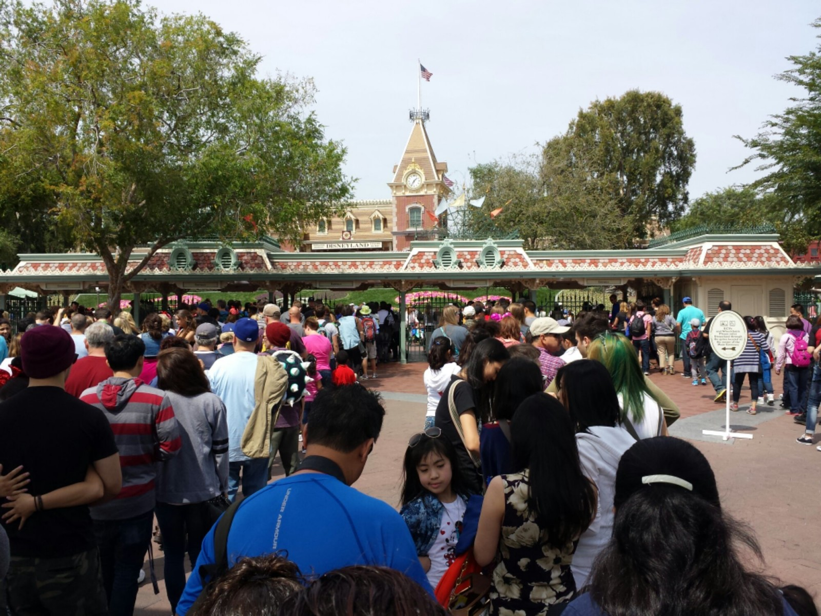 The line for #Disneyland was beyond the monorail beam, DCA to the compass