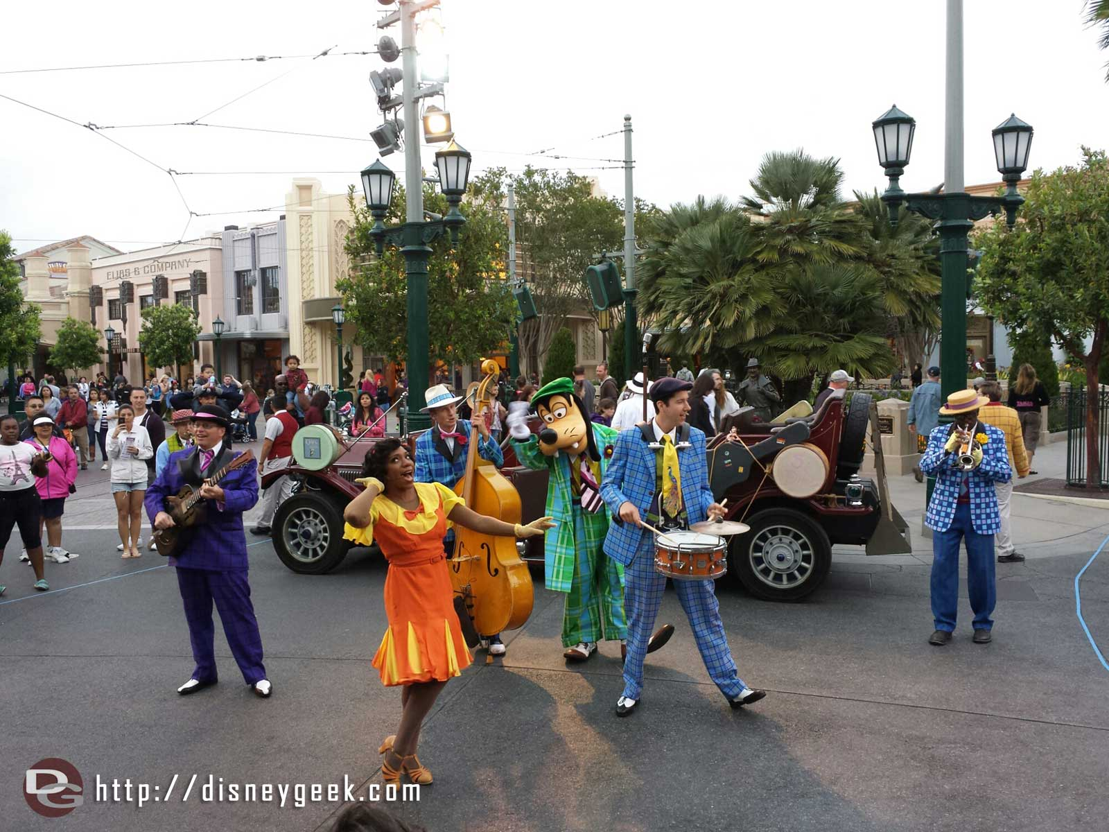 Goofy with Five and Dime #BuenaVistaStreet