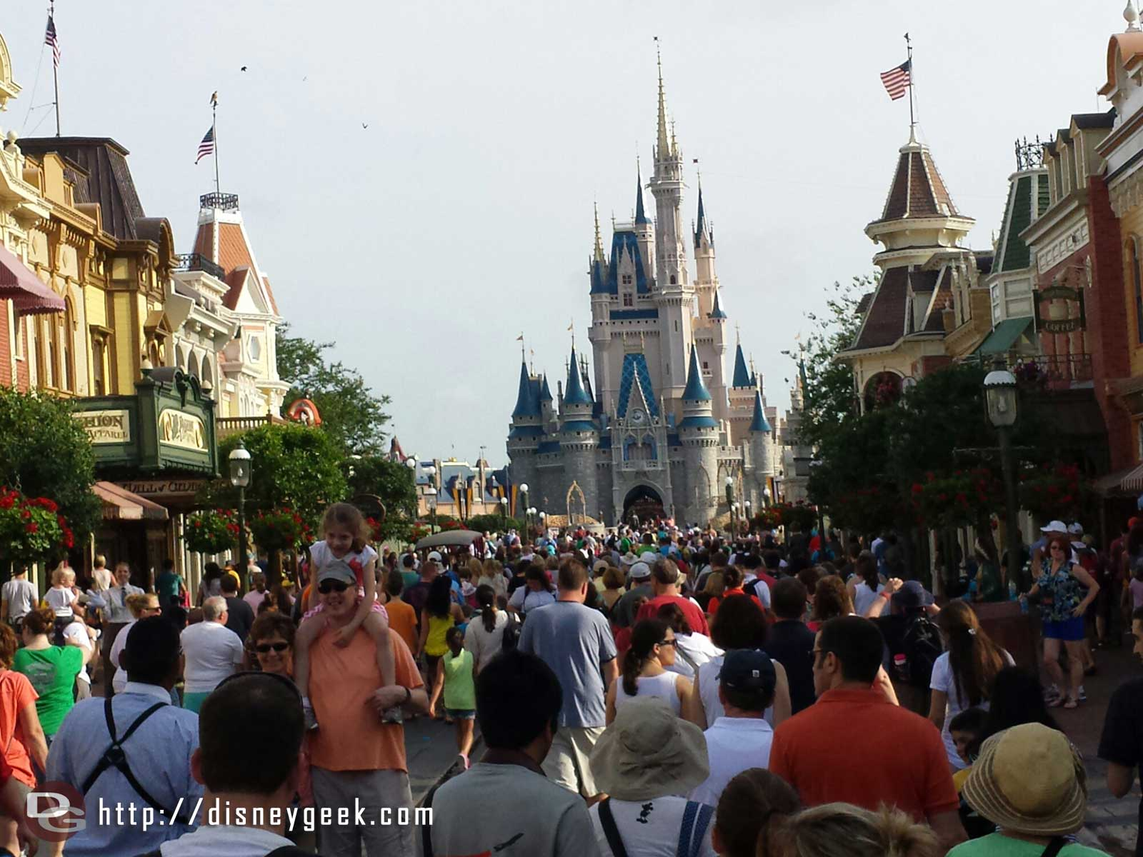 The Magic Kingdom opening crowd making its way up Main Street USA #wdw