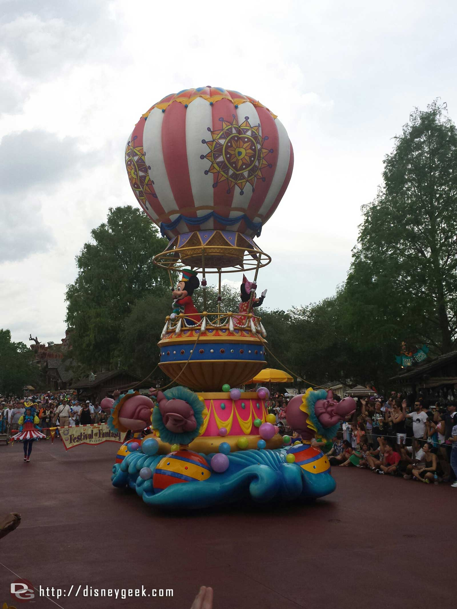 Mickey & Minnie – Festival of Fantasy parade #WDW Magic Kingdom