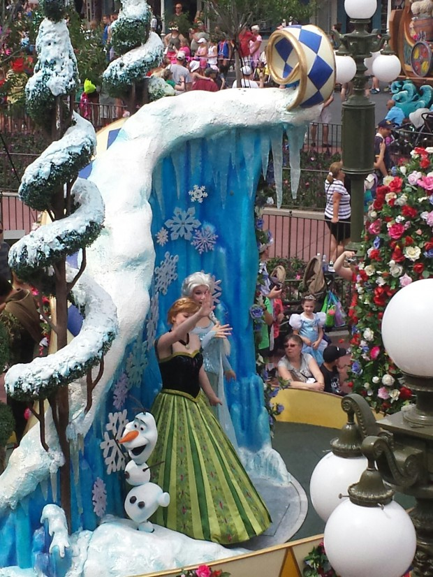 Festival of Fantasy - Round 2 from Main Street - Frozen (Anna, Elsa, and Olaf)