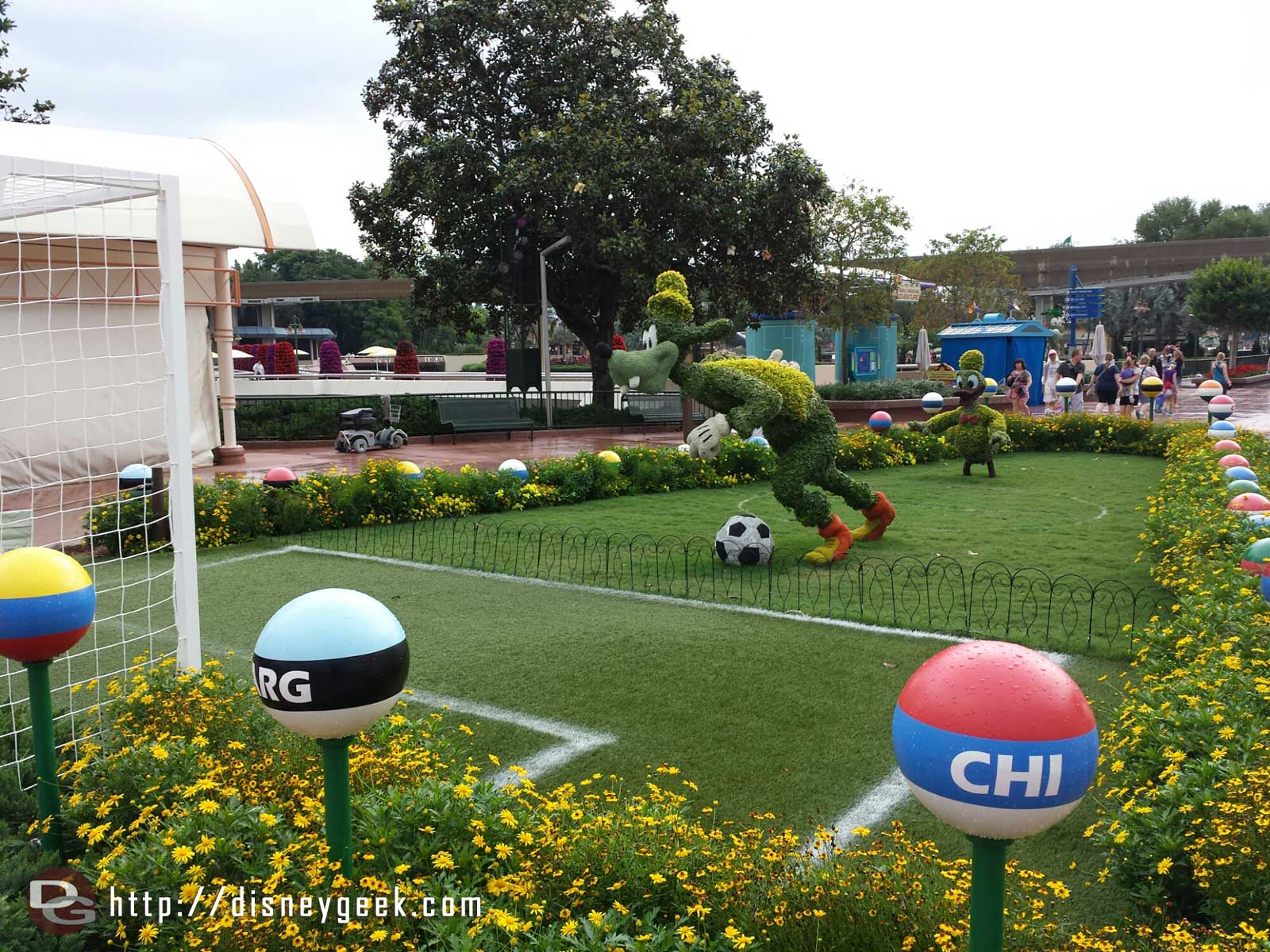 Goofy & Donald topiaries playing soccer – Epcot
