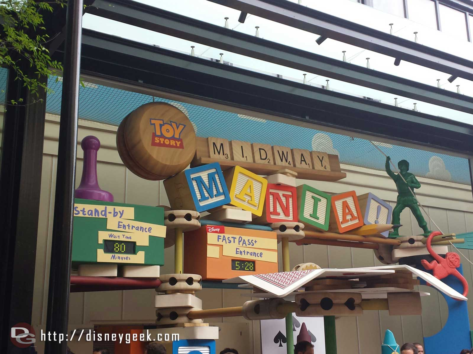 Toy Story has a posted 80min wait this evening
