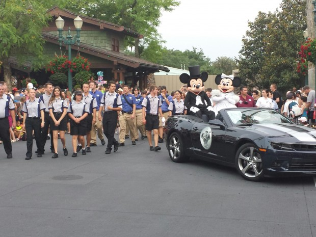 Mickey and Minnie in the Stars of the Studio Motorcade