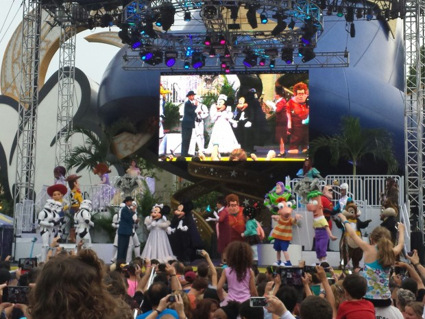 The characters on stage for a group photo after the Stars of the Studio Motorcade to celebrate the 25th Anniversary of Disney's Hollywood Studios