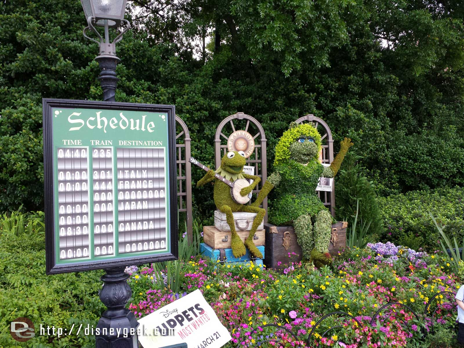 Kermit & Miss Piggy Topiaries –  Epcot International Flower & Garden Festival