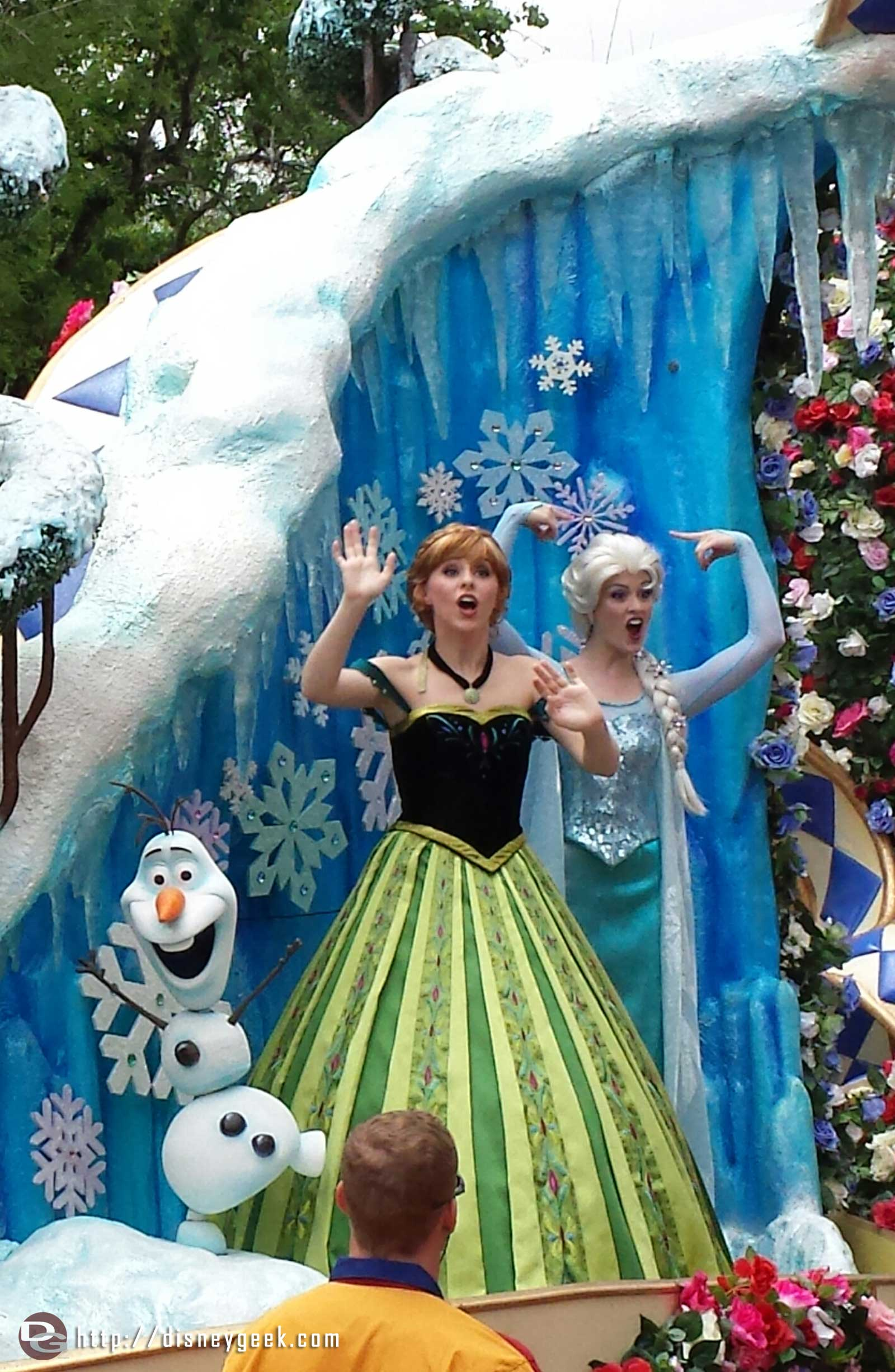 Anna, Elsa & Olaf in the Festival of Fantasy parade at the Magic Kingdom #WDW